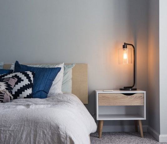Useful Items You Should Keep on Your Nightstand