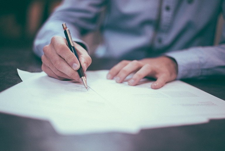 Top 5 Things To Look Out For When Reviewing A Contract