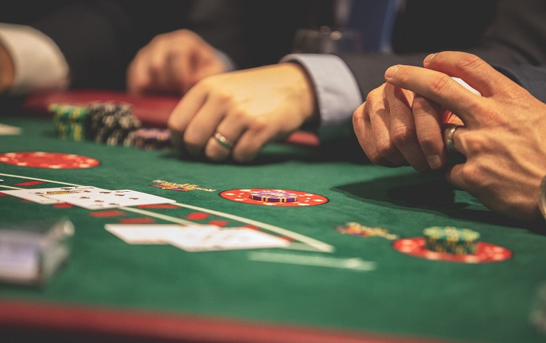 Is the Legal Gambling Age in the US 21 and Over